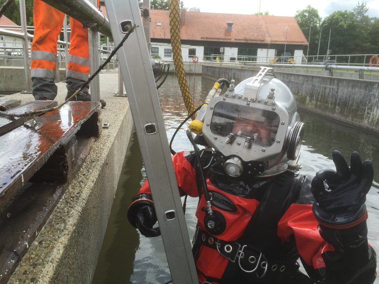 Diving work in contaminated water